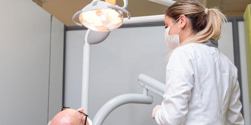 Más de 100 personas participaron en el Sexto Simposio Internacional de Odontogeriatría