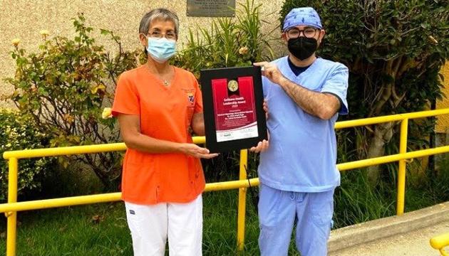 Entregan el Premio Golisano al Liderazgo Global en Salud a un estudiante y una docente de Odontología U. Valparaíso