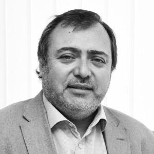 Dr. Sergio Matus